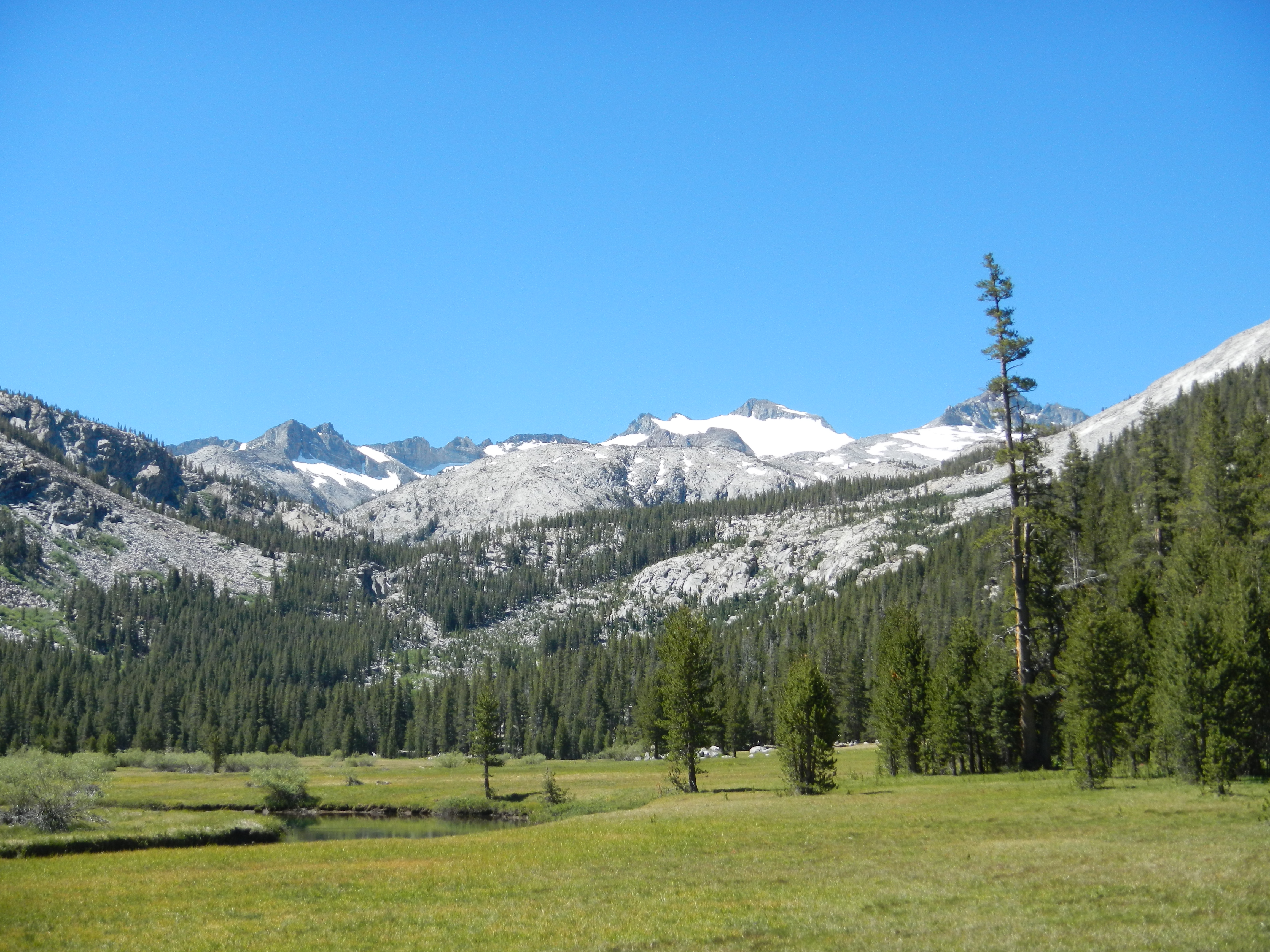 Approaching Donahue Pass